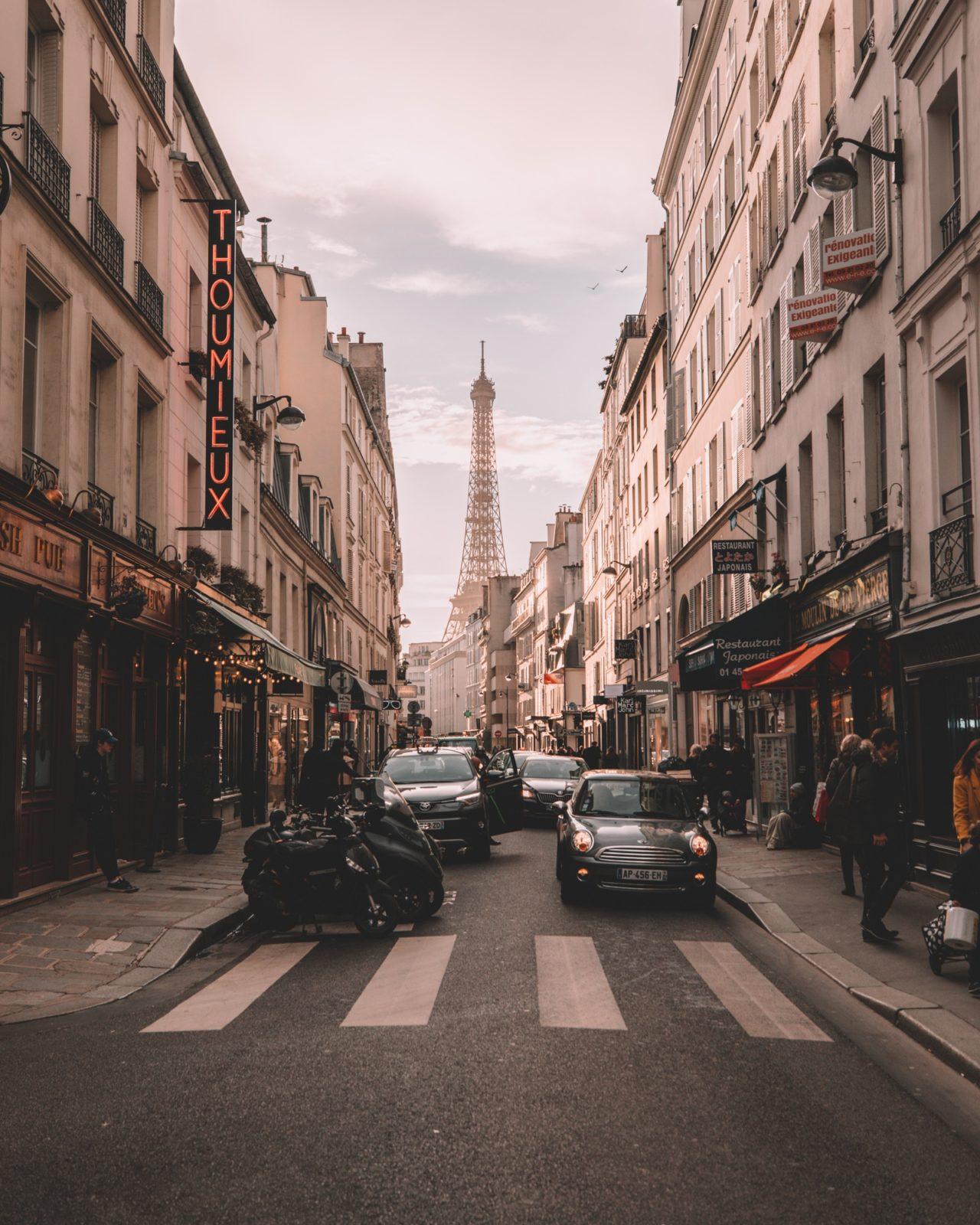 Jak znaleźć idealny hotel w Paryżu
