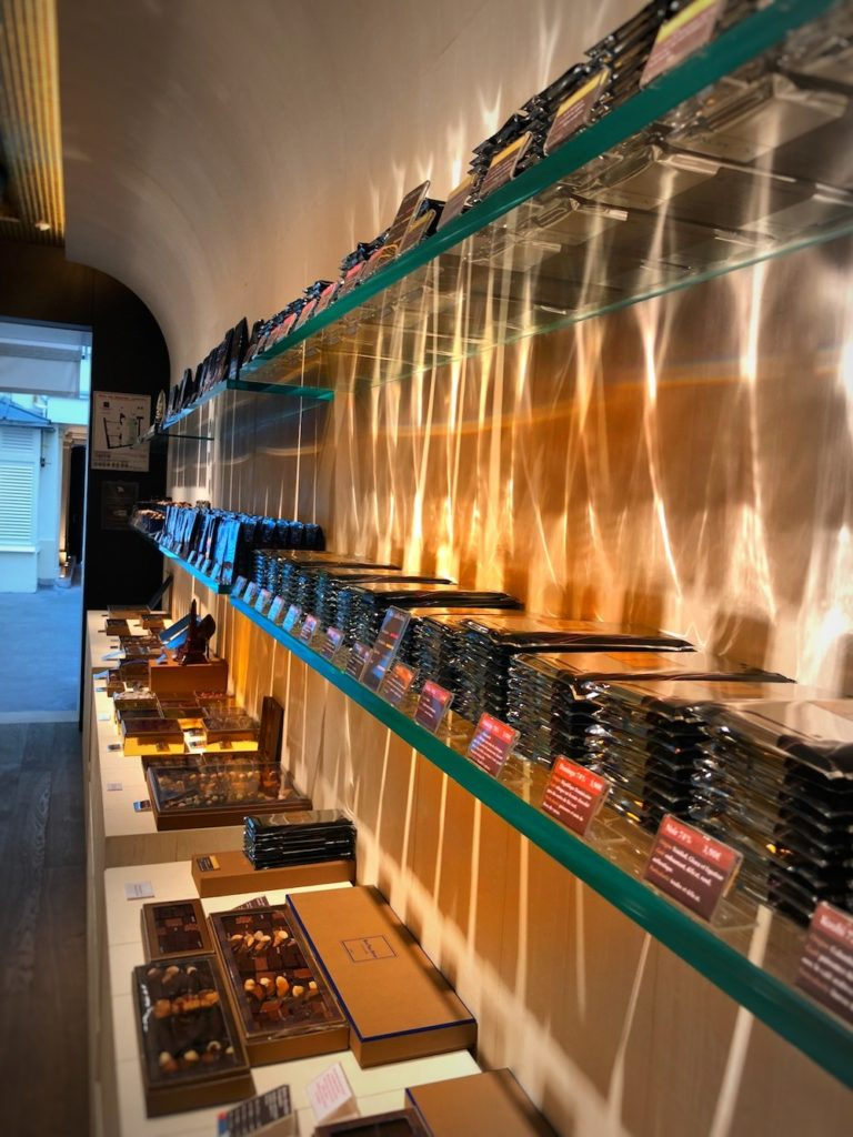 Gdzie znajdziesz najlepsze makaroniki w Paryżu? Wszystkie słodkie tajemnice Paryża