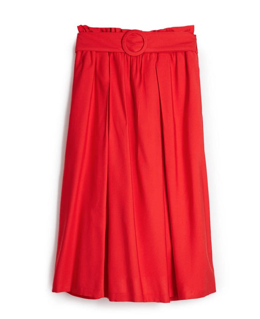 Stylizacja na wiosnę w Paryżu. Spódnica midi i czerwone szpilki