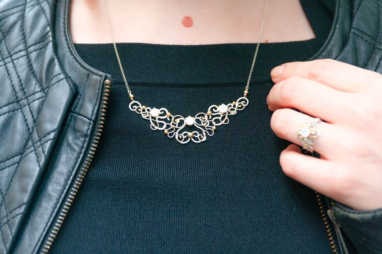 Stylizowanie biżuterii w paryskim stylu. Kilka prostych trików