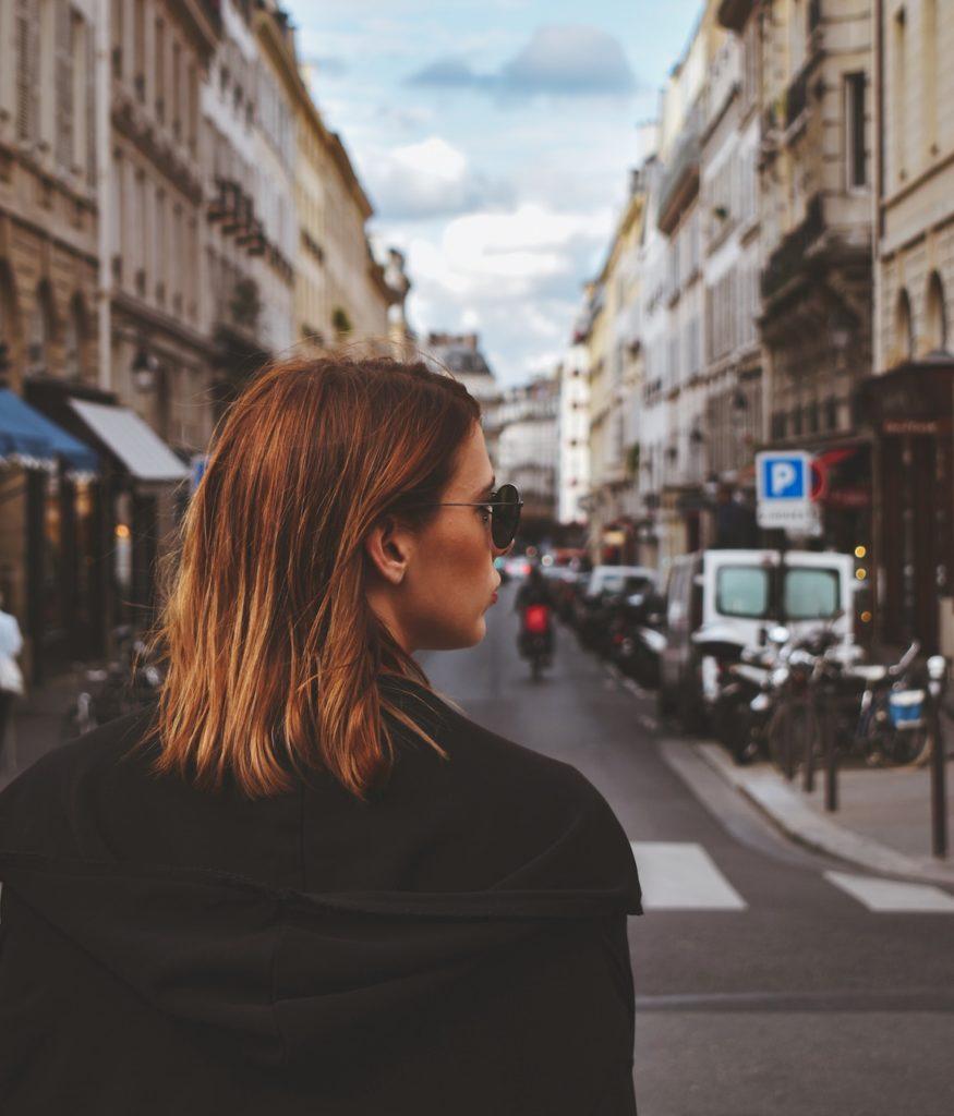 JAK SIĘ UBIERAĆ JAK FRANCUZKA? 5 ŻELAZNYCH ZASAD